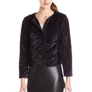 Vero Moda Cropped Faux Fur Blazer Size 38 (Large)